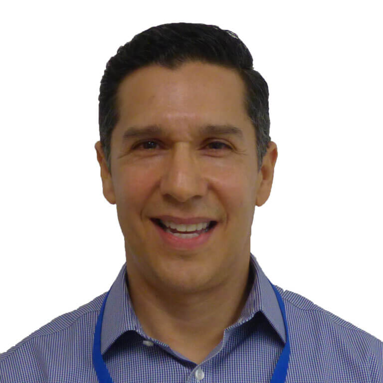 Oscar Calderon headshot